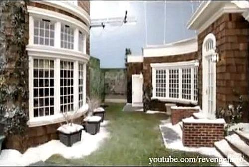 Revenge-behind-scenes-Grayson-exterior